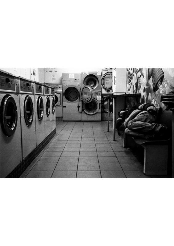 Les machines à laver et l'homme qui dort