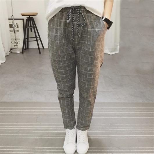 Pantalon gris à carreaux avec petit revers sur ourlet