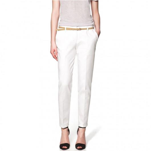 Pantalon léger, avec pli marqué et ceinture fine