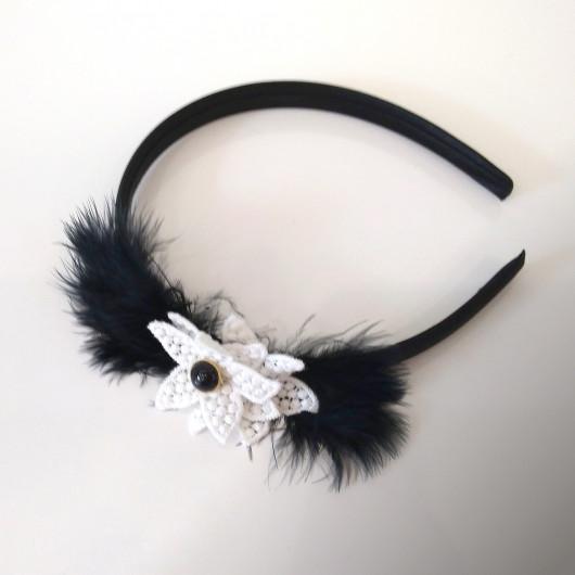Diadème noir garni de plumes et fleur en guipure