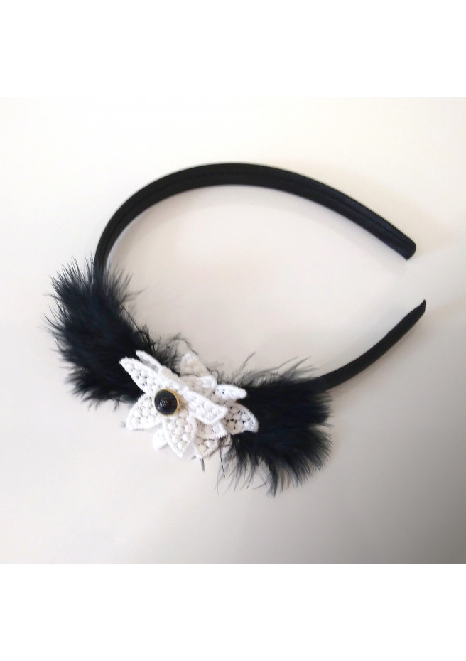 Black tiara with feathers and guipure flower