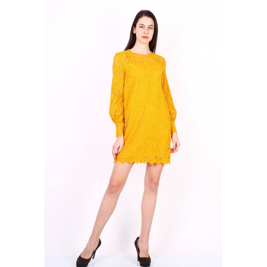 Short dress in yellow ochre lace with leaf pattern