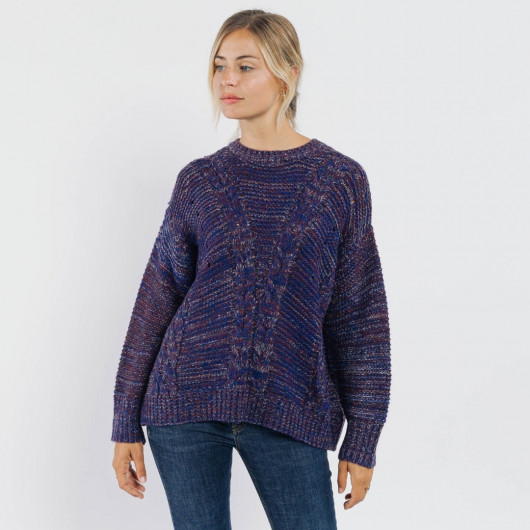 Soft and fluffy pullover in purple mottled wool